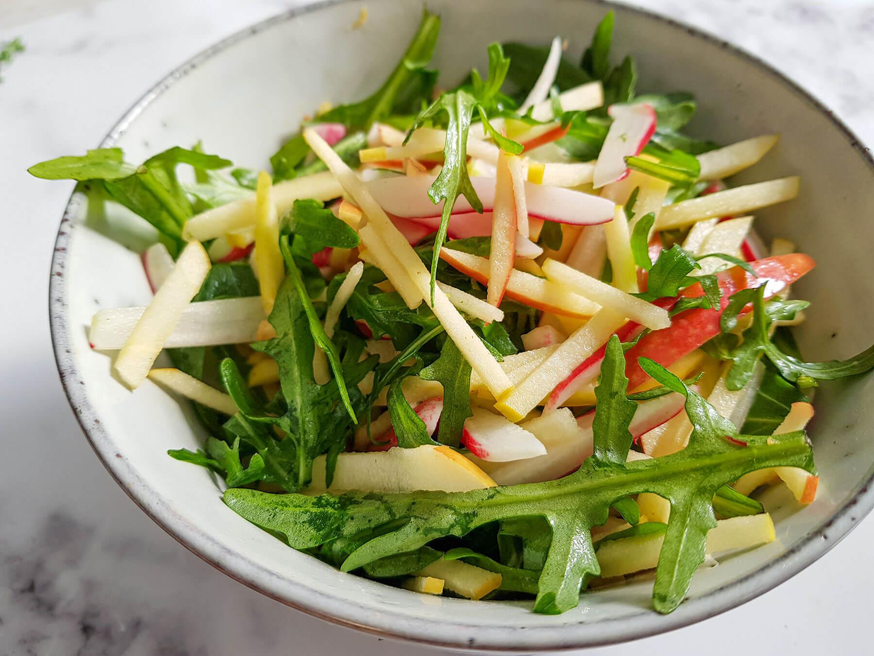 Omena rucola salaatti